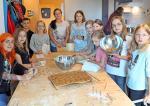 Apfel-Möhren-Kekse: Kinder backen Naschereien für ihre Haustiere